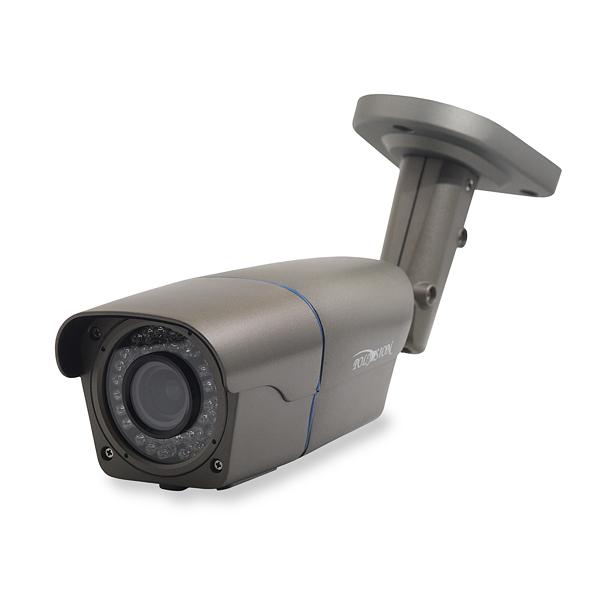 Уличная FullHD IP-видеокамера с вариообъективом, PoE и грозозащитой